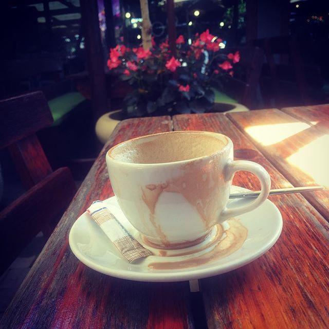 Starten de dag met laat ontbijt; vandaag rustig dagje... Hopelijk website bijwerken #keyznking #overlanding #