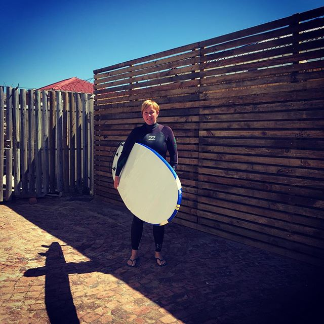 vera gaat surfen #keyznking #boardbabe #jeffreysbay #surfen